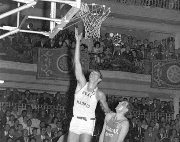 Clifford Luyk of Real Madrid scores around the basket in the first leg of the 1964 European Cup final against Spartak Brno.