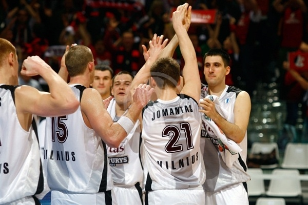 Lietuvos Rytas celebrates - Final Eight Turin 2009