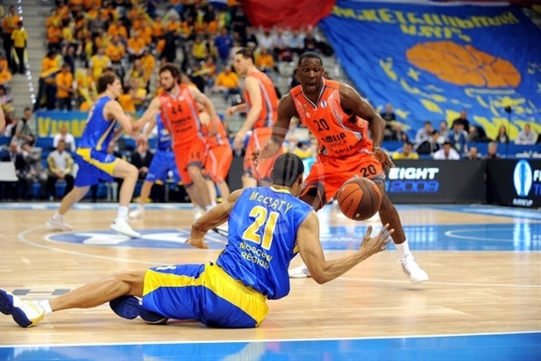 Kelly McCarty - BC Khimki and Florent Pietrus - Pamesa Valencia