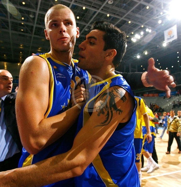 Maciej Lampe and Carlos Delfino celebrates - BC Khimki - Final Eight Turin 2009