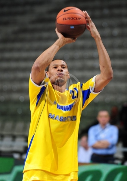 Kelly McCarty - BC Khimki warming up - Final Eight Turin 2009