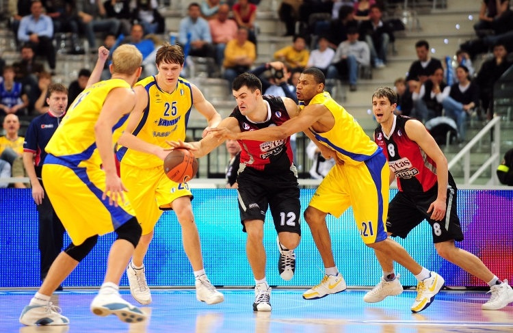 Michailis Anisimovas - Lietuvos Rytas and Kelly McCarty - BC Khimki - Final Eight Turin 2009