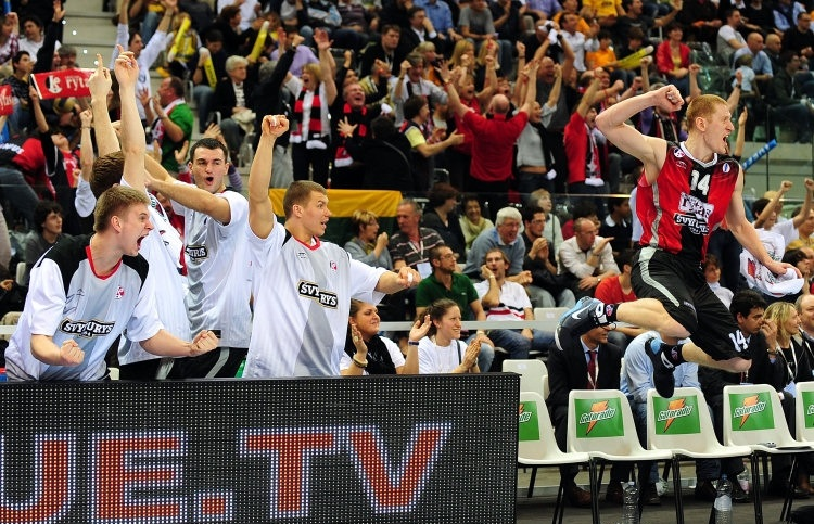 Donatas Zavackas and bench Lietuvos Rytas celebrates - Final Eight Turin 2009