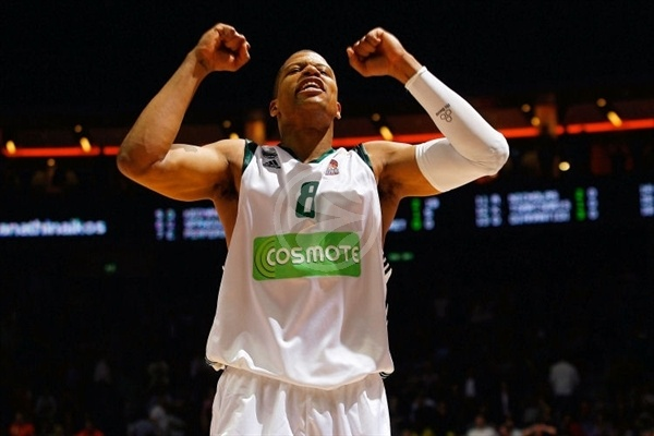 Mike Batiste celebrates - Panathinaikos - Final Four Berlin 2009