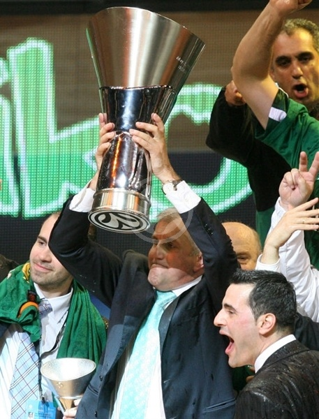 Zeljko Obradovic - Panathinaikos Champ 2008-09 - Final Four Berlin 2009