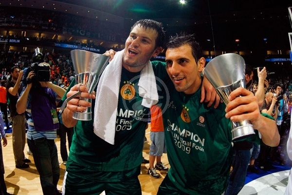 Antonis Fotsis and Nikos Hatzivrettas - Panathinaikos Champ 2008-09 - Final Four Berlin 2009