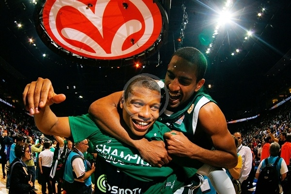 Drew Nicholas and Mike Batiste - Panathinaikos Champ 2008-09 - Final Four Berlin 2009