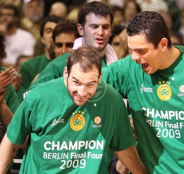 Vassilis Spanoulis MVP with Kostas Tsartsaris - Panathinaikos Champ 2008-09 - Final Four Berlin 2009