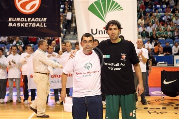 Berni Rodriguez with Special Olympics in Malaga