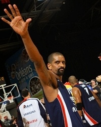 Preston Shumpert celebrates - Efes Pilsen