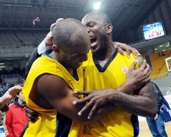 Jamon Lucas and Billy Keys celebrates - Maroussi BC