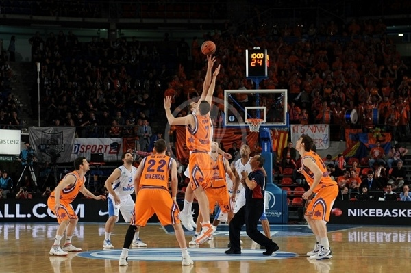 Tip Off, Power Electronics Valencia vs. Panellinios Opap BC - Finals 2010 Vitoria-Gasteiz