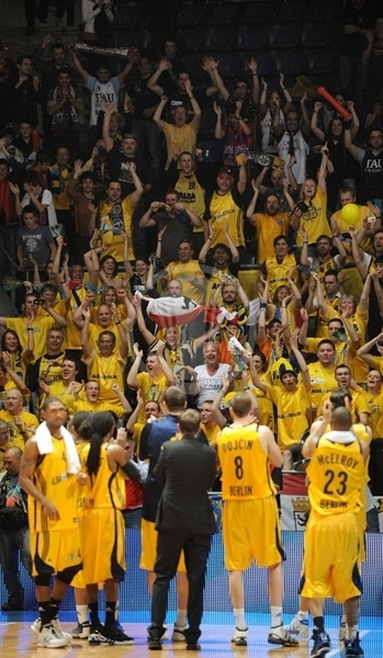 Alba Berlin players and fans celebrate  -  Eurocup Finals 2010 Vitoria-Gasteiz