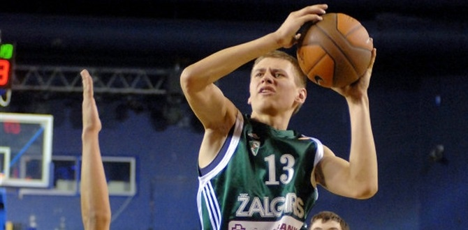 Zalgiris brings back two, sends Kupsas on loan