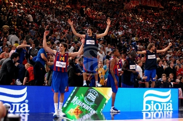 Regal FC Barcelona celebrates - Final Four Paris 2010
