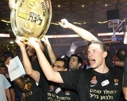 Hapoel Gilboa/Galil Elyon wins 2010 Israeli League (Photo: basket.co.il)