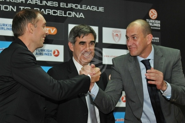 Milan Tomic and Alberto Herreros with Jordi Bertomeu -  2010-11 Turkish Airlines Euroleague opening game