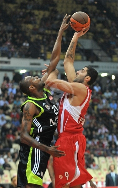 Ioannis Bourousis - Olympiacos - Opening Game Euroleague 2010-11