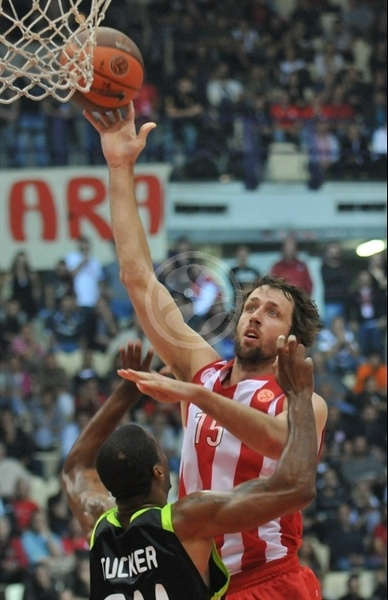 Matt Nielsen - Olympiacos - Opening Game Euroleague 2010-11