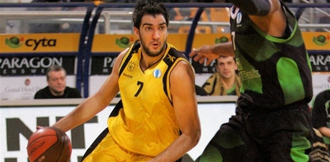 CEZ Nymburk adds veteran forward Tapoutos