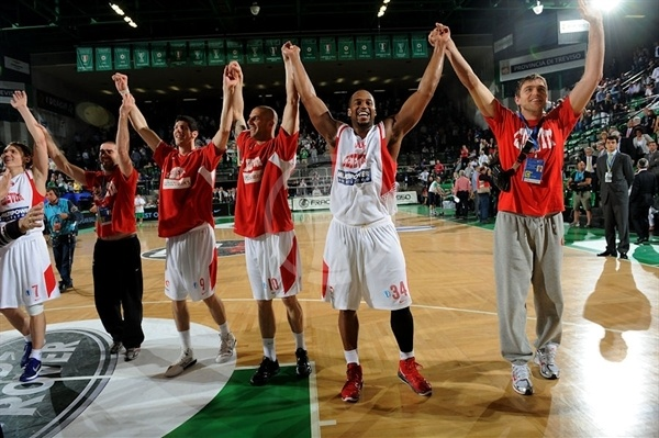 Corsley Edwards - Cedevita Zagreb celebrates - Finals Treviso 2011