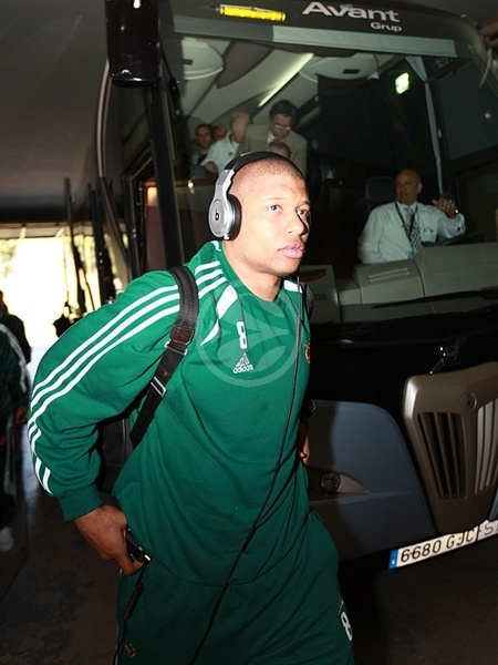 Mike Batiste of Panathinaikos arrives to Palau Sant Jordi