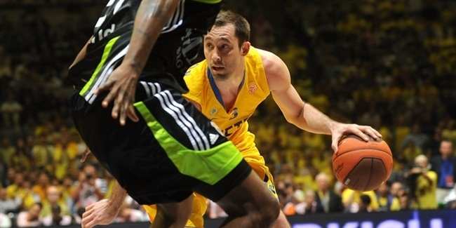 Maccabi rolls into final