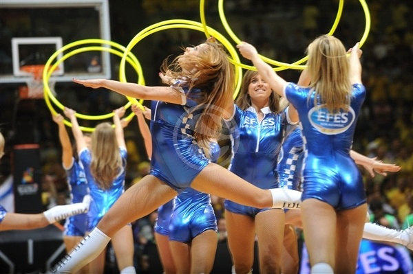 Efes Cheerleaders dance in action - Final Four Barcelona 2011