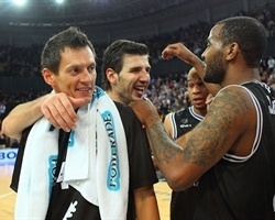 Players Bizkaia Basket celebrates