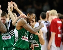 Players Zalgiris celebrates - Zalgiris