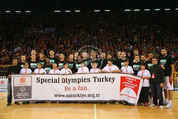 Player Galatasaray Medical Park and Asseco Prokom with Special OLympics