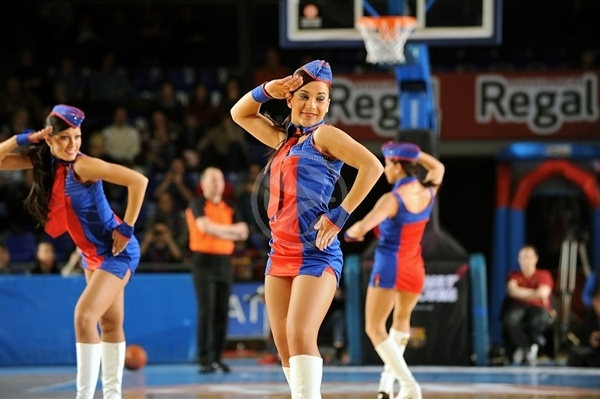 FC Barcelona Regal cheerleaders