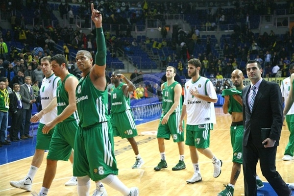 Mike Batiste - Panathinaikos celebrates