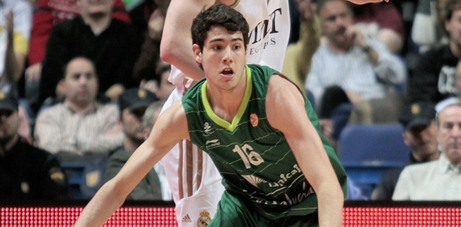 FC Barcelona Regal signs Abrines
