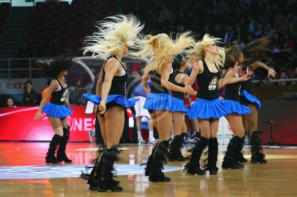 Anadolu Efes cheerleaders