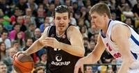 Alba Berlin signs big man Banic, guard Renfroe