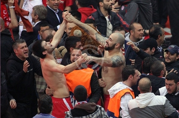 Kostas Papanikolaou and Pero Antic celebrates - Olympiacos