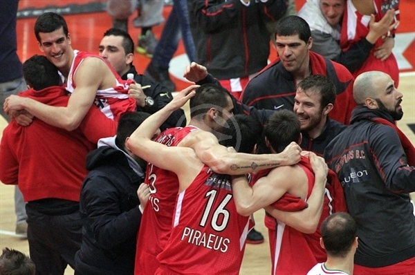 Players Olympiacos celebrates pass Final Four