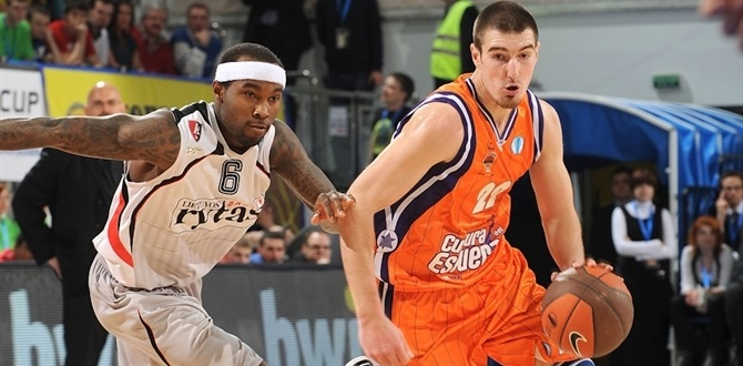 CSKA Moscow snags De Colo on two-year deal