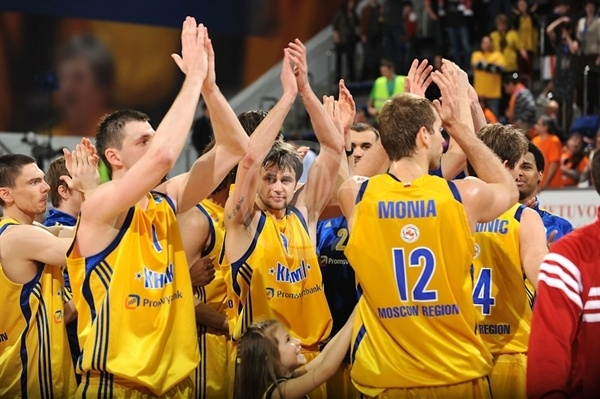 Players BC Khimki celebrates - Finals Khimki 2012