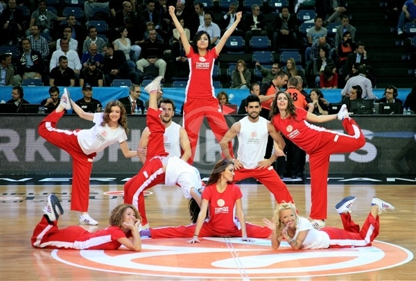 Dance Team in action - Final Four Istanbul 2012