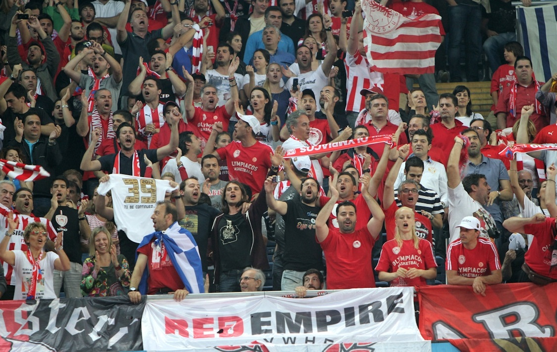 Olympiacos fans - Final Four Istanbul 2012