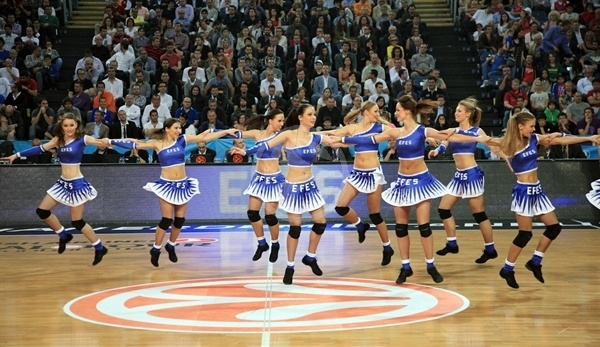Efes Cheerleaders in action - Final Four Istanbul 2012