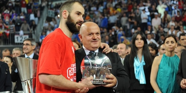 Spanoulis takes second Final Four MVP trophy!