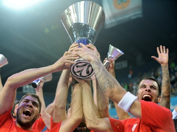 Olympiacos is the new champ - Final Four Istanbul 2012