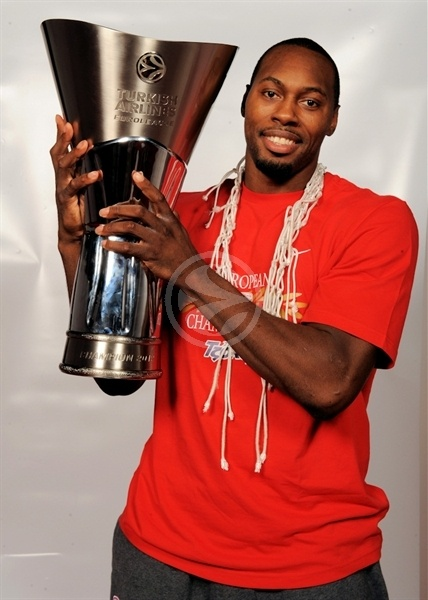 Joe Dorsey - Olympiacos champ Euroleague 2011-12 - Final Four Istanbul 2012
