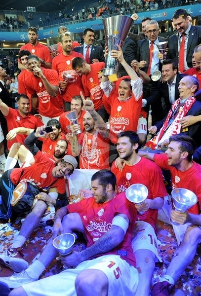 Team Olympiacos celebrates - Olympiacos champ Euroleague 2011-12 - Final Four Istanbul 2012