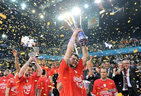 Kostas Papanikolaou - Olympiacos champ Euroleague 2011-12 - Final Four Istanbul 2012