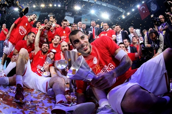 Georgios Printezis celebrates - Olympiacos champ Euroleague 2011-12 - Final Four Istanbul 2012