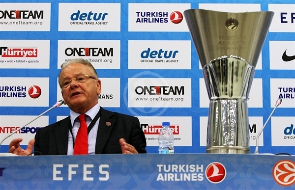 Dusan Ivkovic with trophy - Olympiacos champ Euroleague 2011-12 - Final Four Istanbul 2012